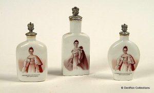 drie Boldoot parfumflesjes uit 1898 t.g.v de inhuldiging van koningin Wilhelmina