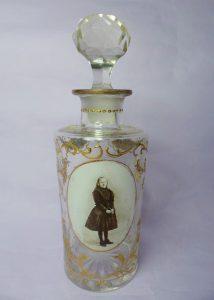 Boldoot eau de cologne fles uit 1891 met portret Wilhelmina in rouwkleding