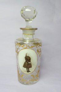 Kristallen Boldoot fles met afbeelding Wilhelmina in rouwkleding ca 1891
