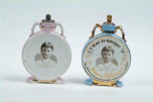 eau de Cologne flacons met Prinses Wilhelmina 1884.