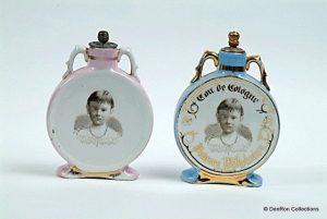 twee eau de cologne flessen uit 1884 met pPrinses Wilhelmina