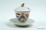 chocolade kop 1898 met in het maleis SLAMAT MINOEM d.w.z drink met gezondheid