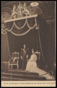 Foto van Wilhelmina en Hendrik in was zoals ze in het panopticum stonden ca 1901 ( foto van beeldarchief Amsterdam)