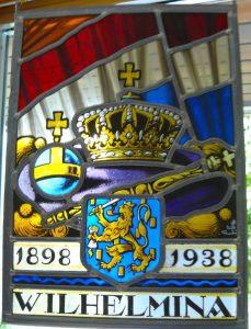Raamhanger uit 1938 gemaakt door atelier 't Prinsenhof te Delft.