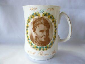 Beker t.g.v de 95e verjaardag van Prinses Alice de laatste kleindochter van Koningin Victoria, 1978.
