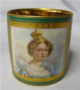 Hortense Eugénie Cécile de Beauharnais was koningin van Holland en de moeder van keizer Napoleon III. Ze was de dochter van Alexandre de Beauharnais en Joséphine Tascher de la Pagerie, die na de executie van haar echtgenoot hertrouwde met Napoleon Bonaparte.In 1802 werd zij uitgehuwelijkt aan Napoleons broer Lodewijk Napoleon en werd zo in 1806 de eerste koningin van Holland tot 1810.