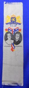 zijden boekenlegger gemaakt in 1937 t.g.v het huwelijk van Prinses Juliana en Prins Bernhard
