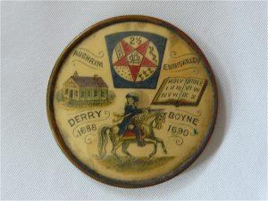 speld ter herinnering aan de slag bij de Boyne . Speld komt uit ca eind 1800