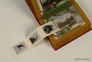uitklapkaart uit 1901. Als je het klepje open doet komen er foto's uit van Wilhelmina.