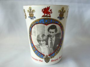 Beker uitgegeven t.g.v de verloving van Charles & Diana