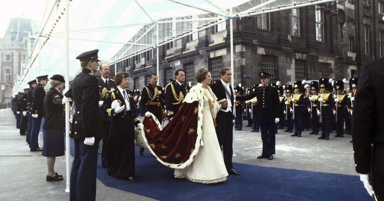 De Inhuldiging van Koningin Beatrix - DenRon Collections